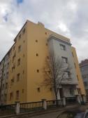 Rekonstrukce fasády bytového domu Na Veselí 1266, Praha č.3